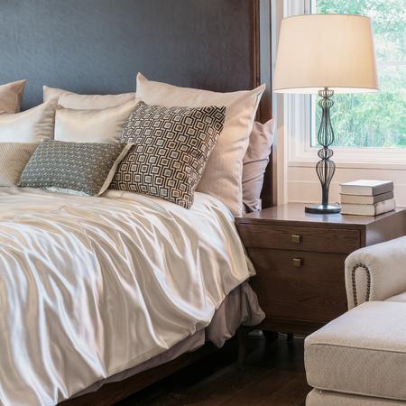 klassischen Stil Schlafzimmer Inter mit Luxus-Dekoration