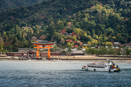Great floating gate (O-Torii) on Miyajima island near Itsukushima shinto shrine Imagens