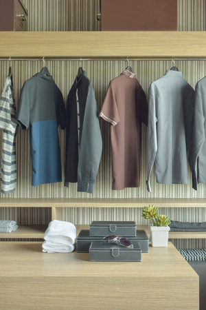walk in closet: Wooden walk in closet for Men