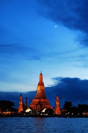 Wat Arun in Twilight , Bangkok Thailand photo