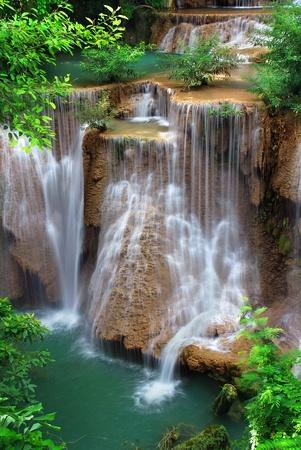 calm down: cascata nel parco nazionale tailandese Archivio Fotografico