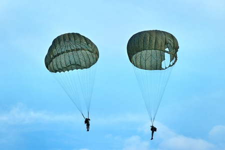 training paratroopers  photo
