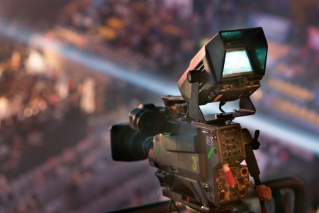 reportero: c�mara de v�deo en la televisi�n de conciertos