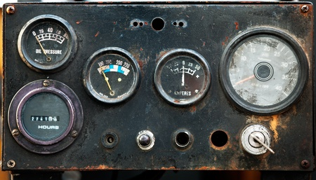 tablero de control: Antiguo metros industrial circular