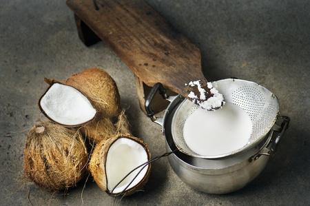 aceite de coco: leche de coco fresco hecho a mano Foto de archivo