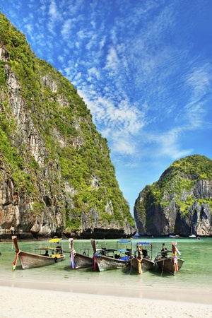 pp: Many traditional Thai boats in the Maya Bay of Phi Phi island