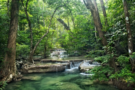 Wasserfall im Erawan Nationalpark, Kanchanaburi, Thailand