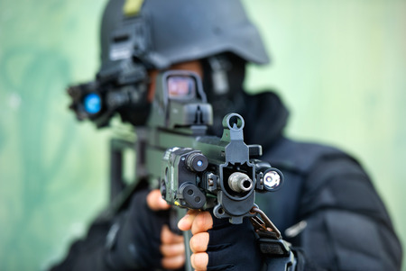 special operations: soldier carrying  M 16  in combat training