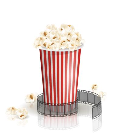 La pellicola rotolò intorno al secchio pieno di popcorn a strisce bianche e rosse. Illustrazione vettoriale Oggetto isolato su sfondo bianco. Popcorn caduto da un secchio. Cinema snack e cibo per film.