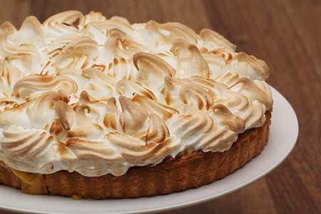 Lemon Meringue Pie on Serving Dish Zdjęcie Seryjne