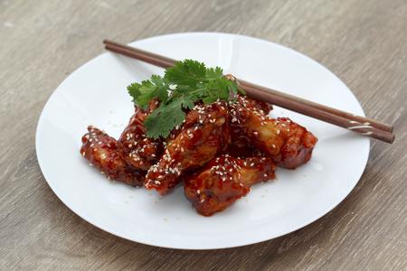 pollo frito: alitas de pollo de Corea
