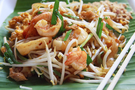 Thai style noodles or Padthai on the banana leaf Zdjęcie Seryjne