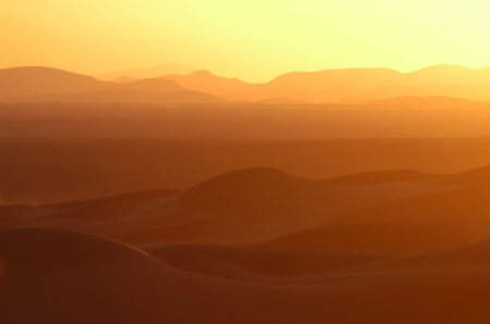 erg: Sunset over the sand dunes of Erg Chebbi in the Sahara Desert near Merzouga, Morocco.