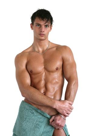 homme nu: Homme muscl� humide envelopp� dans une serviette isol� sur blanc Banque d'images