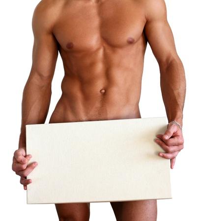 desnudo masculino: Hombre musculoso desnudo cubriendo con una caja (espacio de la copia) aislado en blanco Foto de archivo
