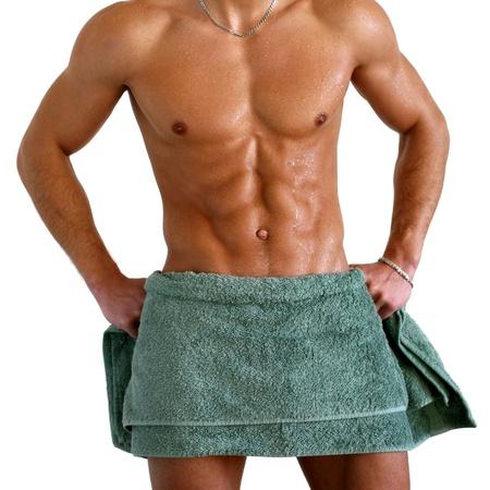 sauna nackt: Wet muskul�sen Oberk�rper in das Handtuch isoliert auf wei� geh�llt