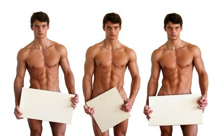 nudo maschile: Tre uomini muscolosi nudi che coprono con copia spazio segni in bianco isolato su bianco
