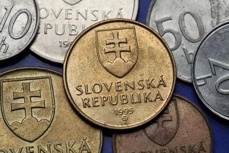 double cross: Monete di Slovacchia. Stemma della Slovacchia raffigurata sulle monete in corone slovacche.