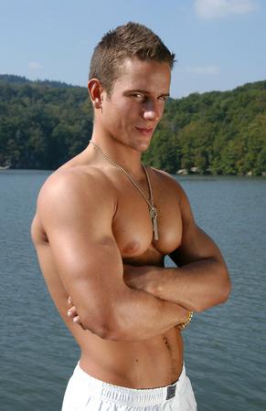 militaire sexy: Mod�le masculin musculaire avec des �tiquettes de l'arm�e Banque d'images
