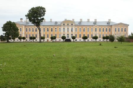 Russian palace: Palacio de Rundale dise�ado por el arquitecto barroco ruso Bartolomeo Rastrelli cerca Pilsrundale, Letonia.