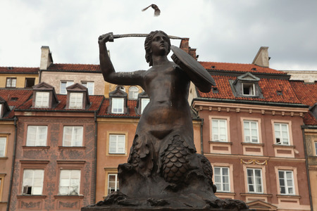 stare miasto: Statue of the Mermaid of Warsaw by sculptor Konstanty Hegel (1855) at the Old Town Square in Warsaw, Poland. Stock Photo