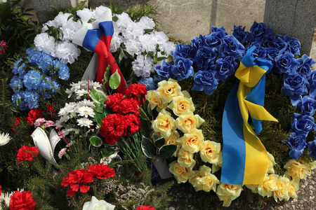 funeral: Wreathes decorated with Russian and Ukrainian national flags.