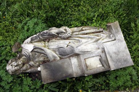 fallen angel: Fallen angel. Destroyed tombstone at the abandoned cemetery in Terezin, Czech Republic.