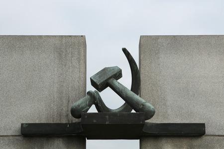 terezin: Falce e martello. Soviet War Memorial a Terezin, Repubblica Ceca.
