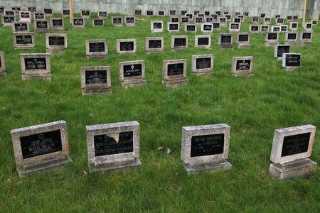 terezin: Terezin, Repubblica Ceca - 11 aprile 2014: Cimitero ebraico, dove le vittime ebree del Ghetto Terezin sono sepolti a Terezin, Repubblica Ceca. Editoriali