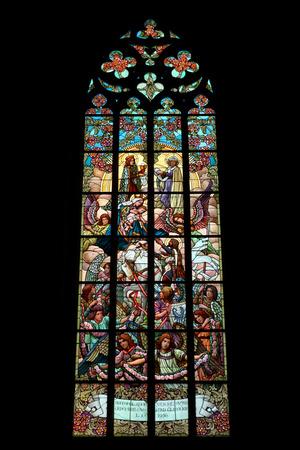 sacra famiglia: La Sacra Famiglia. Art Nouveau vetrata in chiesa di Santa Barbara a Kutna Hora, Repubblica Ceca.