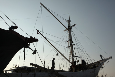 JAKARTA, INDONESIA - AUGUST 16, 2011: Wooden sailing ships called pinisi in the historical port of Sunda Kelapa in Jakarta, Central Java, Indonesia. Stok Fotoğraf - 38840843