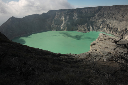 hydrochloric: Acid lake in the crater of the active volcano of Kawah Ijen, East Java, Indonesia.