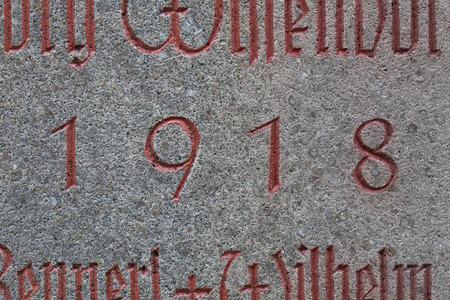 nombres: Ann�e 1918 grav� dans la pierre. Les ann�es de la Premi�re Guerre mondiale