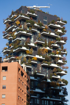 bosco: MILAN, ITALY - NOVEMBER 7, 2015: Bosco Verticale (Vertical Forest) residential tower in the Porta Nuova district in Milan, Lombardy, Italy. Editorial