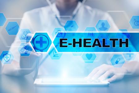 Médecin utilisant une tablette PC avec un concept médical en ligne.
