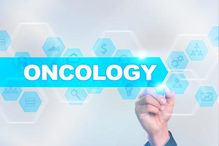 Arts oncologie tekenen op het virtuele scherm.