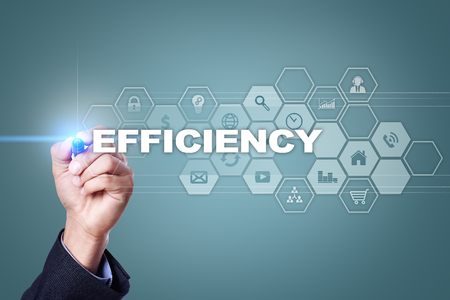 Homme d'affaires, dessin sur écran virtuel. concept d'efficacité. Banque d'images