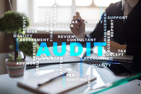 Concetto di business audit. Auditor. Conformità. Tecnologia dello schermo virtuale. Parole nube. Archivio Fotografico - 80882814