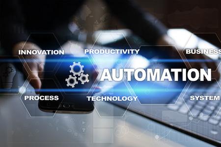 Concepto de automatización como innovación, mejorando la productividad, fiabilidad y repetibilidad en procesos tecnológicos y empresariales. Foto de archivo