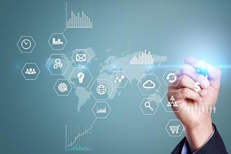 Geschäfts- und Technologiekonzept . Grafiken und Symbole auf virtuellen Bildschirm Hintergrund Standard-Bild - 82453077