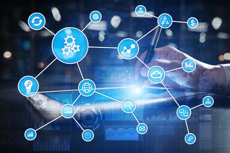 Concept d'automatisation en tant qu'innovation, améliorant la productivité, la fiabilité et la répétabilité dans les processus technologiques et commerciaux. Banque d'images