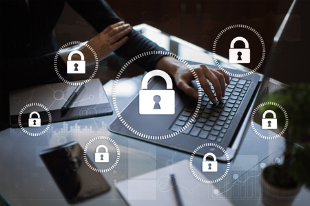 Seguridad cibernética, Protección de datos, seguridad de la información y cifrado. Tecnología de Internet y concepto de negocio. Pantalla virtual con iconos de candado. Foto de archivo