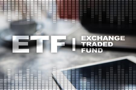ETF. Scambio di fondi scambiati. Concetto di business, internet e tecnologia. Archivio Fotografico - 89530460