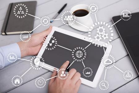 IOT. 사물의 인터넷. 자동화 및 현대 기술 개념입니다.