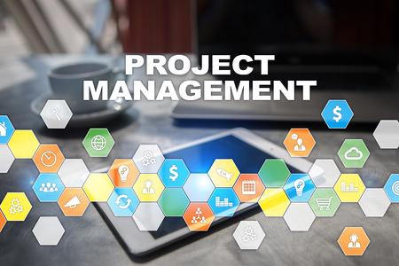 Projektmanagement auf dem virtuellen Bildschirm . Geschäftskonzept Standard-Bild - 99149884