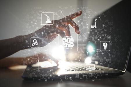 Microchip, CPU, Procesador, Ingeniería Informática de Microcircuitos. Modernización y automatización empresarial. Concepto de Internet, industrial y tecnología. Industria inteligente 4.0. Foto de archivo