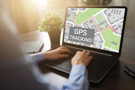 Mapa de seguimiento GPS (sistema de posicionamiento global) en la pantalla del dispositivo. Foto de archivo