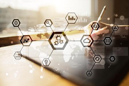IOT, automatización, industria 4.0. Tecnología de la información en concepto de fabricación. Fábrica inteligente. Foto de archivo