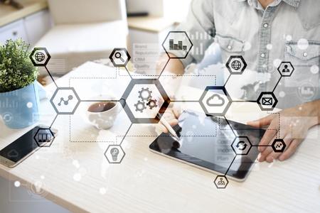 IOT, automatisation, industrie 4.0. Technologie de l'information dans le concept de fabrication. Usine intelligente.
