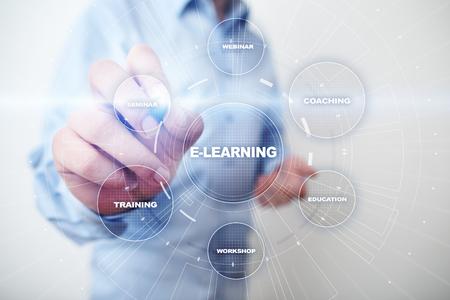 E-Learning Educación en línea Formación Webinar Desarrollo personal Concepto de tecnología de Internet empresarial. Foto de archivo